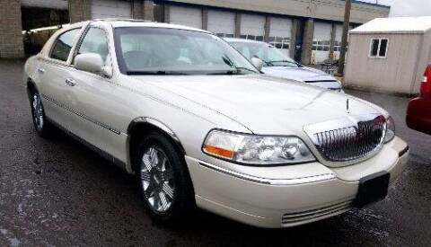 2004 Lincoln Town Car for sale at Angelo's Auto Sales in Lowellville OH