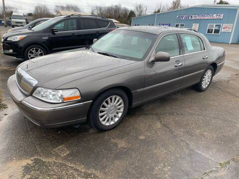 2004 Lincoln Town Car for sale at JEFF LEE AUTOMOTIVE in Glasgow KY