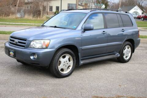 2004 Toyota Highlander for sale at Great Lakes Classic Cars & Detail Shop in Hilton NY