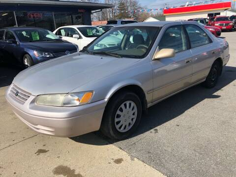 1997 Toyota Camry for sale at Wise Investments Auto Sales in Sellersburg IN