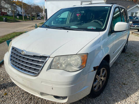 2008 Chrysler Town and Country for sale at GREENLIGHT AUTO SALES in Akron OH