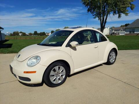 2008 Volkswagen New Beetle for sale at CALDERONE CAR & TRUCK in Whiteland IN