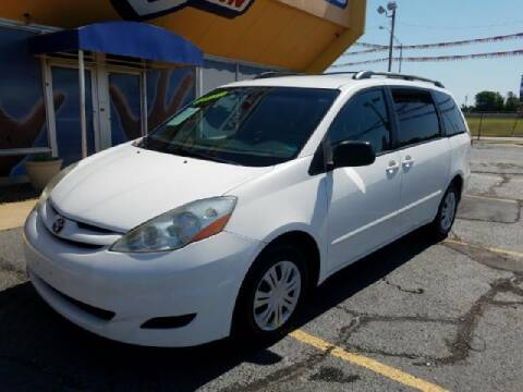2007 Toyota Sienna for sale at Buy Here Pay Here Lawton.com in Lawton OK