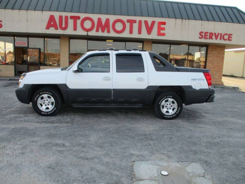 2004 Chevrolet Avalanche for sale at A & P Automotive in Montgomery AL