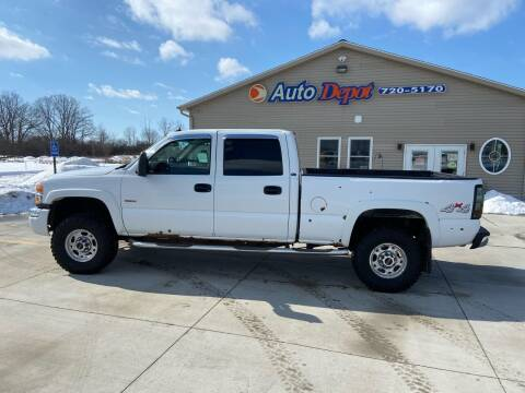 2005 GMC Sierra 2500HD for sale at The Auto Depot in Mount Morris MI