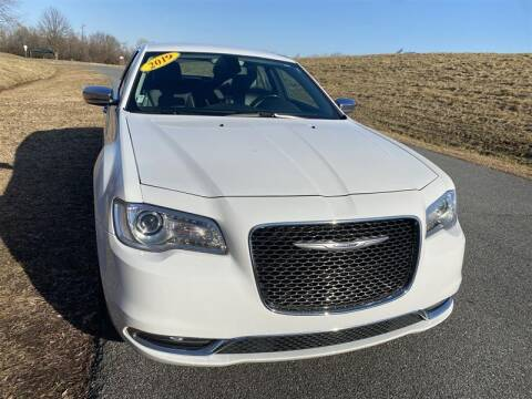 2019 Chrysler 300 for sale at Mr. Car City in Brentwood MD