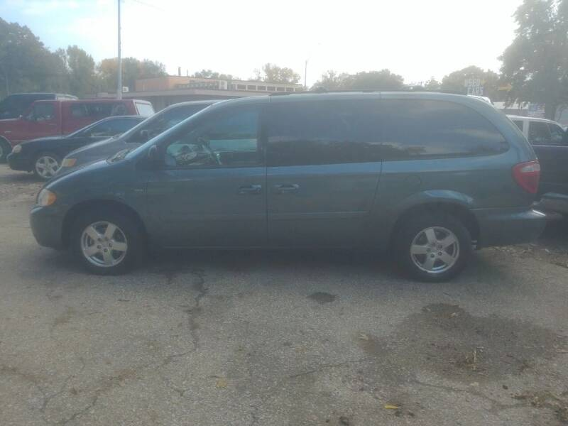 2006 Dodge Grand Caravan for sale at D & D Auto Sales in Topeka KS