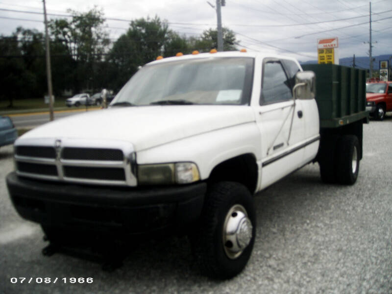 1995 Dodge Ram Pickup 3500 for sale at RAY'S AUTO SALES INC in Jacksboro TN