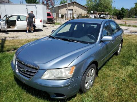 2009 Hyundai Sonata for sale at GLOBAL AUTOMOTIVE in Gages Lake IL