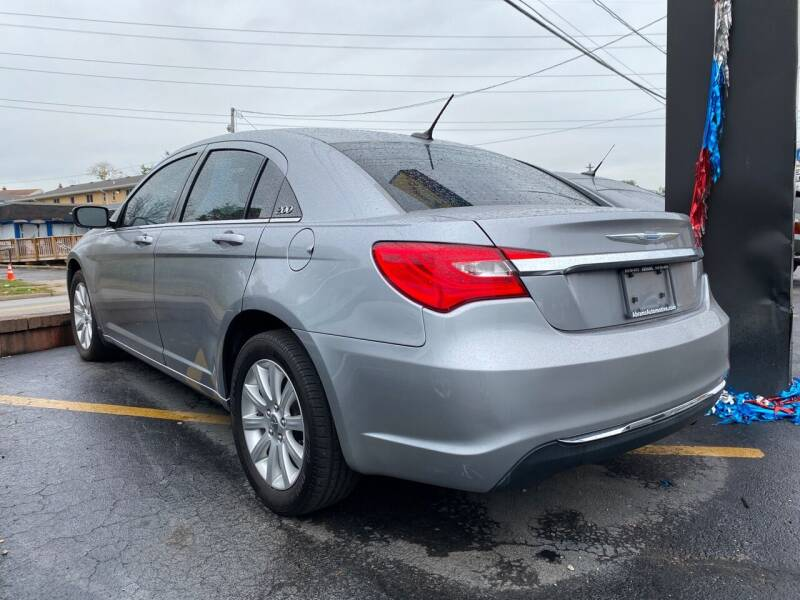 2013 Chrysler 200 Touring 4dr Sedan - Cincinnati OH