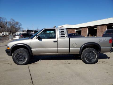 2001 Chevrolet S-10 for sale at RIVERSIDE AUTO SALES in Sioux City IA
