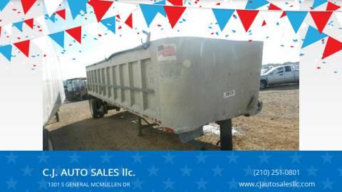 1996 end dump.  trailer.  vantage  32 feet  end dump for sale at C.J. AUTO SALES llc. in San Antonio TX