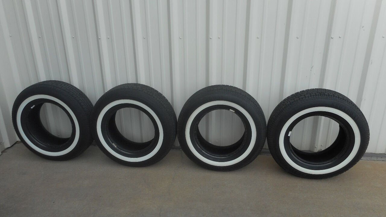 0 BROADWAY CLASSIC STEEL BELTED RADIAL P215/75R15