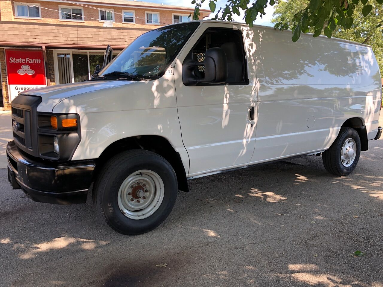 White 2011 FORD E-SERIES CARGO for sale in Bridgeview, IL Photo 5