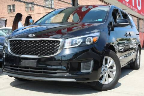2017 Kia Sedona for sale at HILLSIDE AUTO MALL INC in Jamaica NY