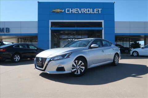 2020 Nissan Altima for sale at Lipscomb Auto Center in Bowie TX