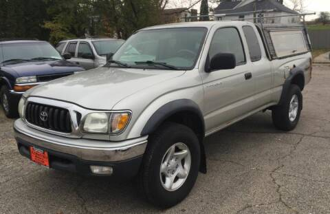 2004 Toyota Tacoma for sale at Knowlton Motors, Inc. in Freeport IL