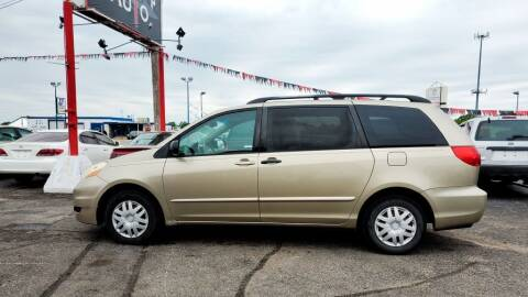 2006 Toyota Sienna for sale at Savior Auto in Independence MO