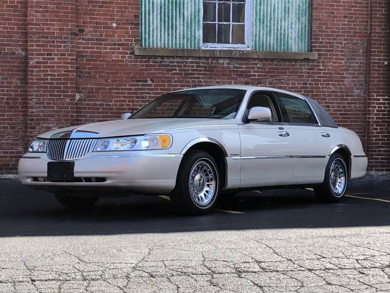 2001 Lincoln Town Car for sale at Michael Thomas Motor Co in Saint Charles MO