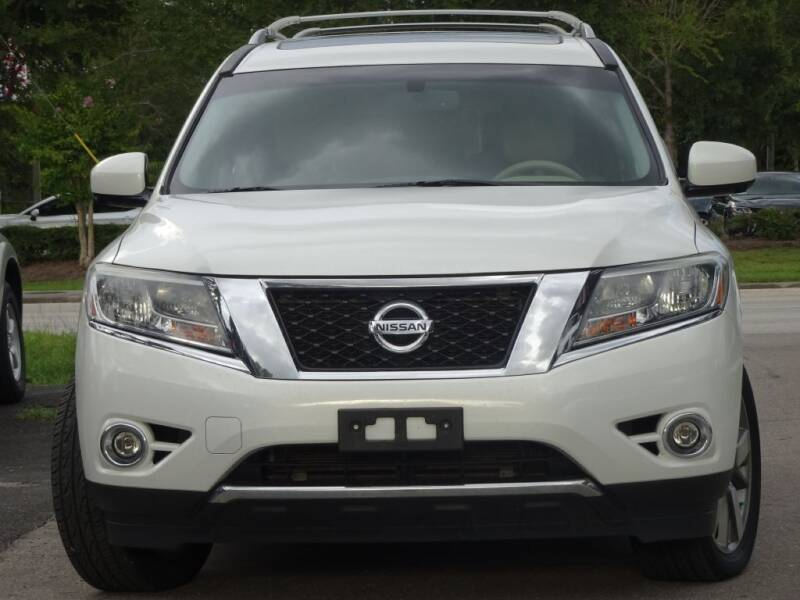 2014 Nissan Pathfinder for sale at Deal Maker of Gainesville in Gainesville FL