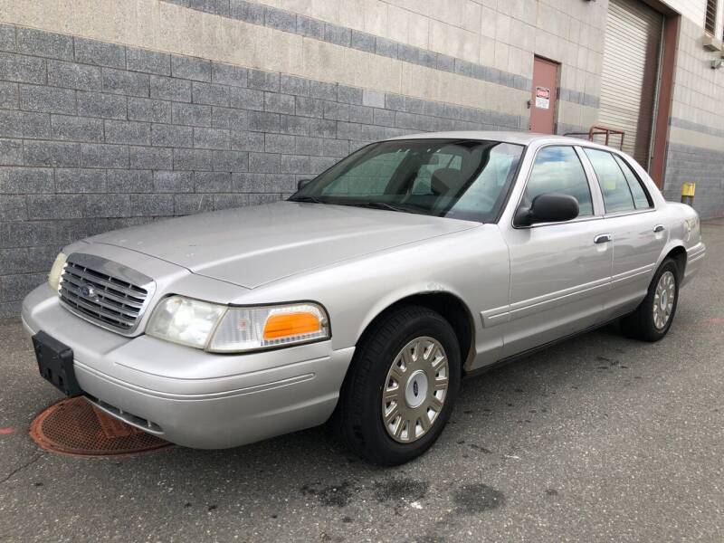 2005 Ford Crown Victoria for sale at Autos Under 5000 + JR Transporting in Island Park NY