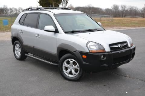 2009 Hyundai Tucson for sale at GLADSTONE AUTO SALES    GUARANTEED CREDIT APPROVAL in Gladstone MO