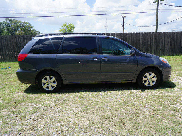 2008 Toyota Sienna for sale at BLUE RIBBON MOTORS in Baton Rouge LA