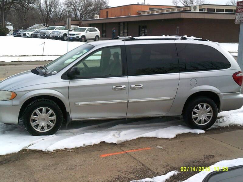 2007 Chrysler Town and Country for sale at D & D Auto Sales in Topeka KS