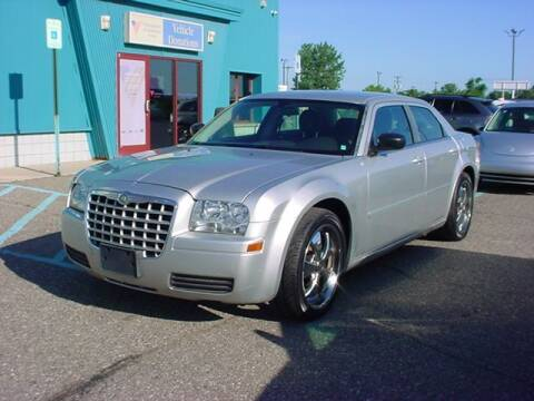 2006 Chrysler 300 for sale at VOA Auto Sales in Pontiac MI