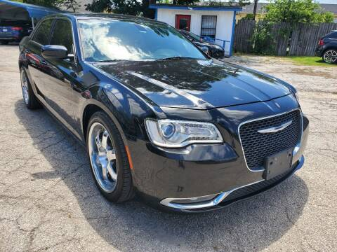 2016 Chrysler 300 for sale at Tony's Auto Plex in San Antonio TX