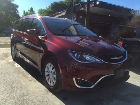 2018 Chrysler Pacifica for sale at Texas Luxury Auto in Houston TX