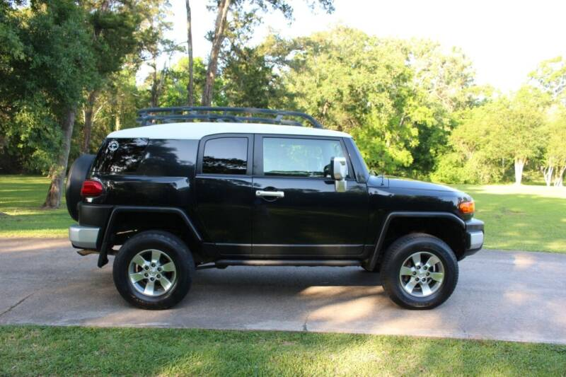2007 Toyota FJ Cruiser for sale at Clear Lake Auto World in League City TX
