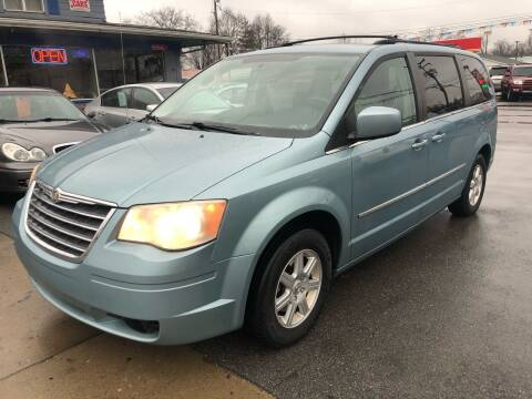 2010 Chrysler Town and Country for sale at Wise Investments Auto Sales in Sellersburg IN