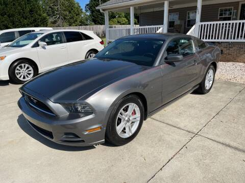2013 Ford Mustang for sale at Getsinger's Used Cars in Anderson SC