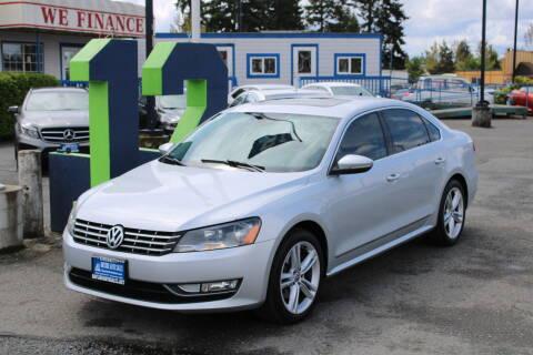 2012 Volkswagen Passat for sale at BAYSIDE AUTO SALES in Everett WA