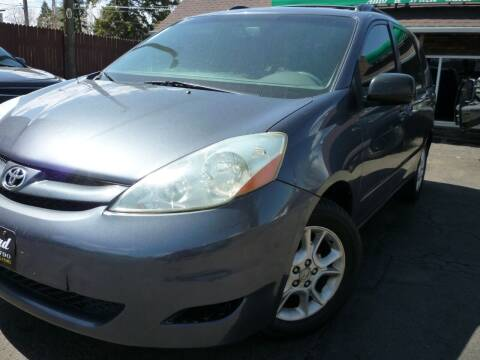 2006 Toyota Sienna for sale at Sindibad Auto Sale, LLC in Englewood CO