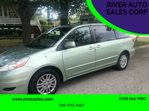 2008 Toyota Sienna for sale at RIVER AUTO SALES CORP in Maywood IL