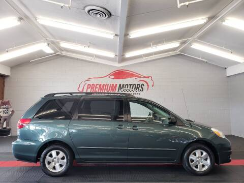 2005 Toyota Sienna for sale at Premium Motors in Villa Park IL