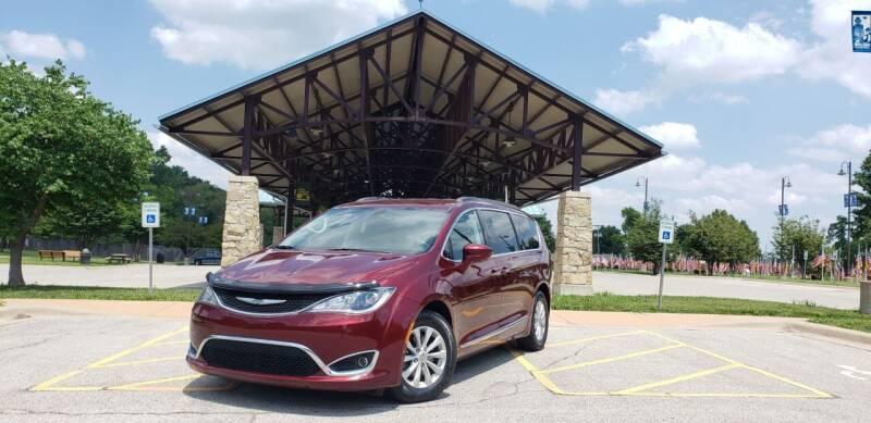 2017 Chrysler Pacifica for sale at D&C Motor Company LLC in Merriam KS