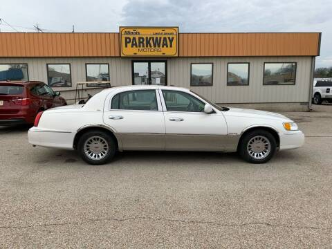 2002 Lincoln Town Car for sale at Parkway Motors in Springfield IL