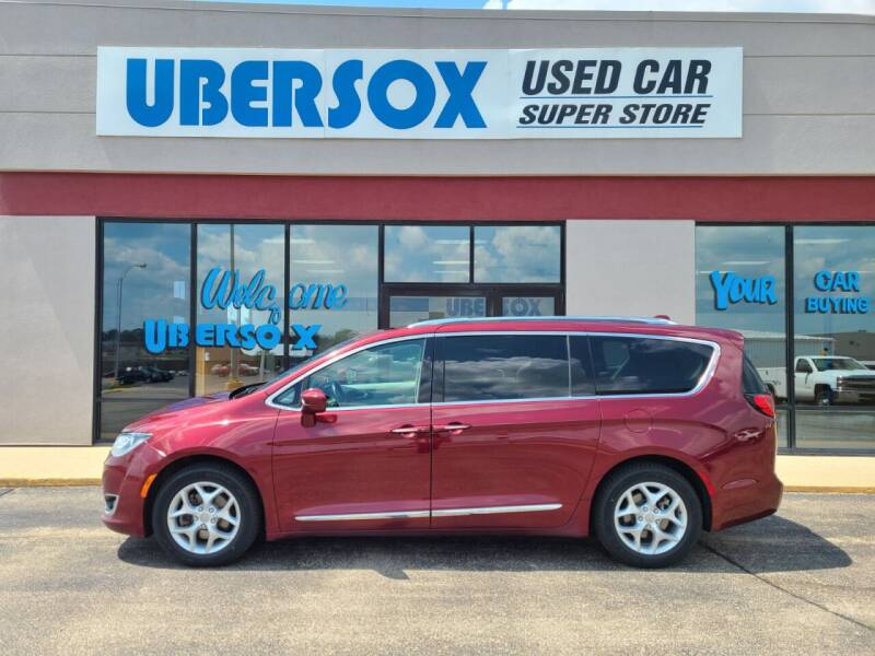 2017 Chrysler Pacifica for sale at Ubersox Used Car Superstore in Monroe WI