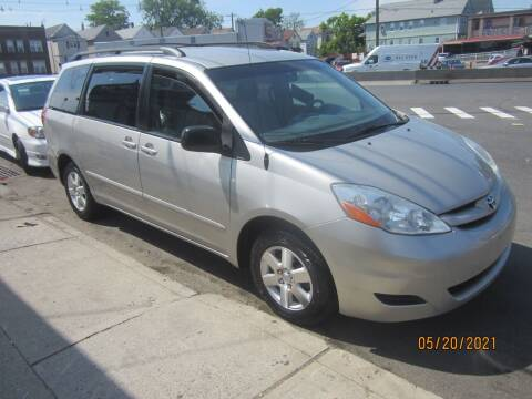 2006 Toyota Sienna for sale at Cali Auto Sales Inc. in Elizabeth NJ