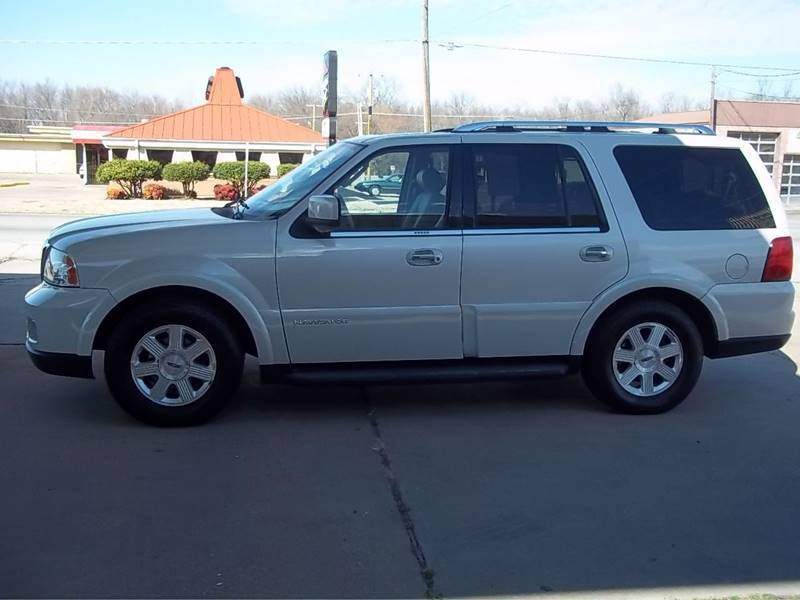2005 Lincoln Navigator for sale at C MOORE CARS in Grove OK