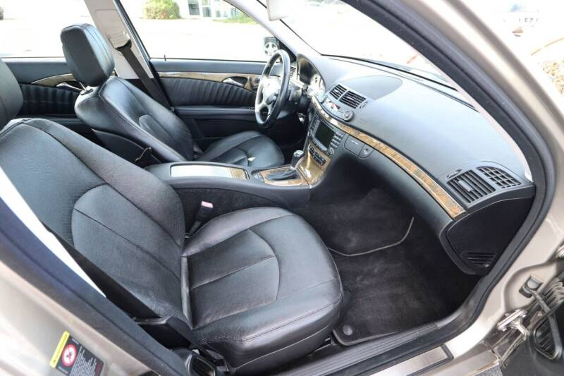 2008 Mercedes-Benz E-Class AWD E 550 4MATIC 4dr Sedan - Dubuque IA