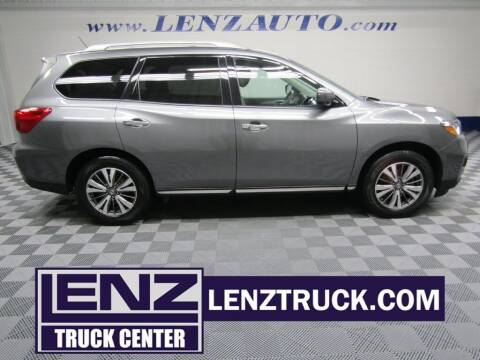 2018 Nissan Pathfinder for sale at LENZ TRUCK CENTER in Fond Du Lac WI