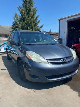 2006 Toyota Sienna for sale at M AND S CAR SALES LLC in Independence OR