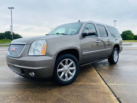 2013 GMC Yukon XL for sale at AUTO DIRECT Bellaire in Houston TX