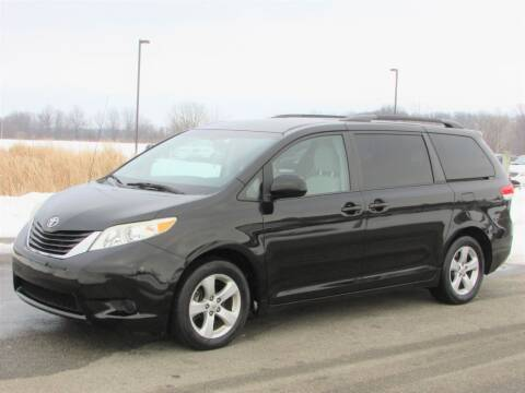 2013 Toyota Sienna for sale at 42 Automotive in Delaware OH