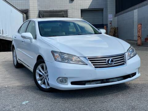2011 Lexus ES 350 for sale at Illinois Auto Sales in Paterson NJ