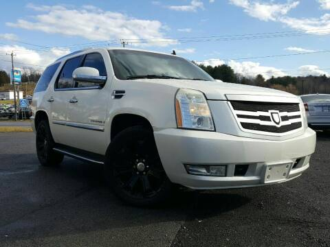 2007 Cadillac Escalade for sale at GLOVECARS.COM LLC in Johnstown NY